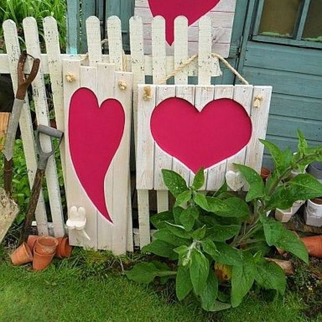 12 Adorable Valentines Outdoor Decorations Ideas 34