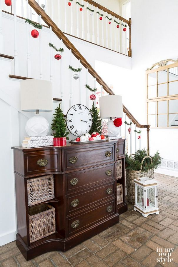 12 Creative DIY Holiday Garland Decorating Ideas On A Budget 19