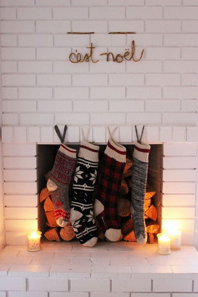 12 Creative DIY Holiday Garland Decorating Ideas On A Budget 24