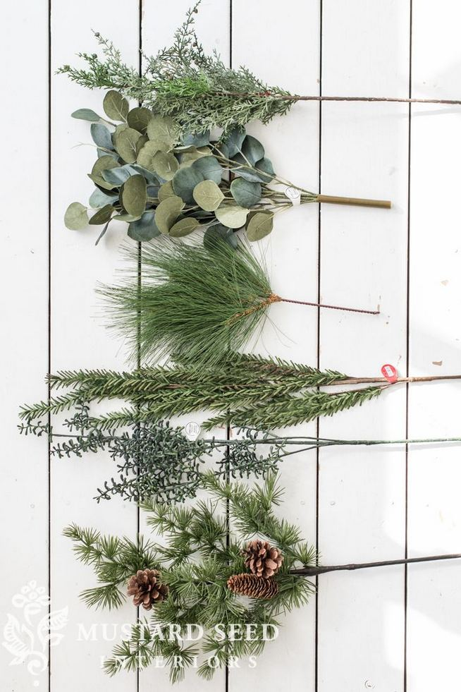 12 Creative DIY Holiday Garland Decorating Ideas On A Budget 26