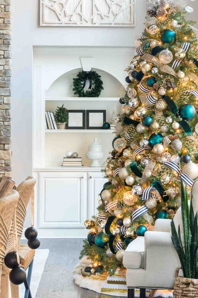 13 Stunning Black Christmas Decorations Ideas 03
