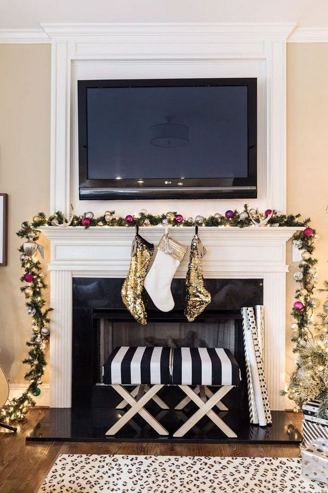 13 Stunning Black Christmas Decorations Ideas 33