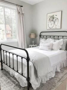 16 Comfy Farmhouse Bedroom Decor Ideas 11