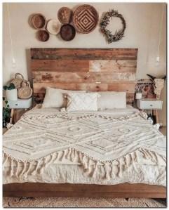 16 Comfy Farmhouse Bedroom Decor Ideas 23