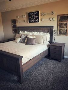 16 Comfy Farmhouse Bedroom Decor Ideas 29