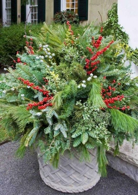 16 Splendid Outdoor Planter Ideas In The Winter Season 08