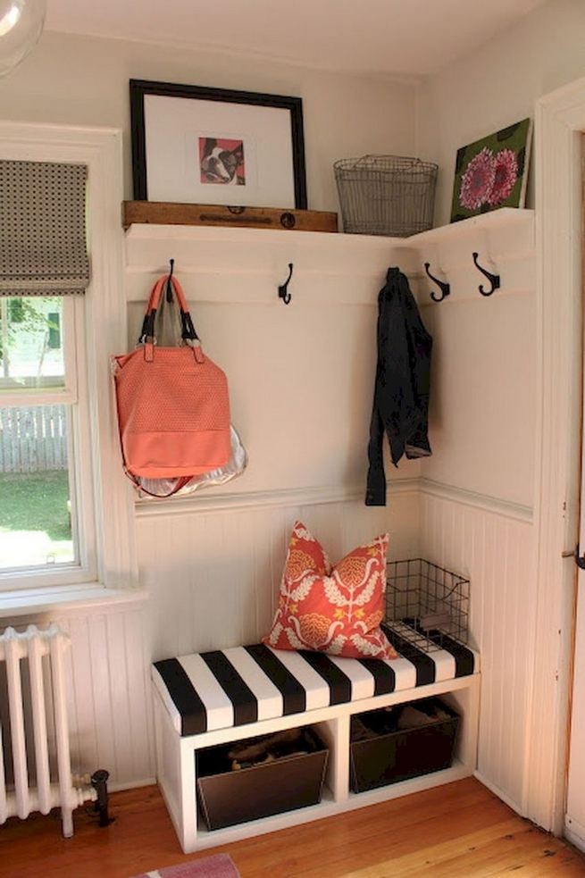 12 Stunning Rustic Small Mudroom Entryway Decor Ideas 17