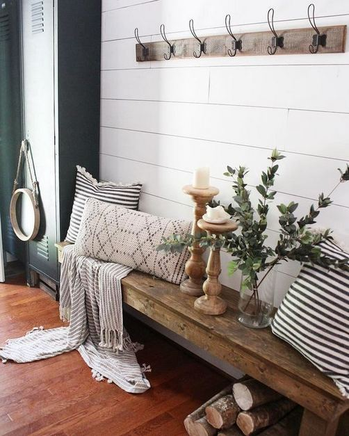 13 Amazing Farmhouse Entryway Decoration Ideas 15
