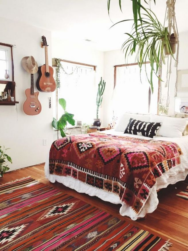 14 Brilliant Bohemian Bedroom Design Ideas 24