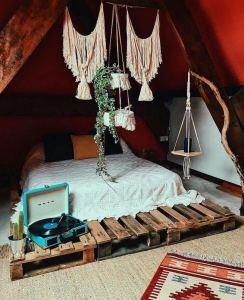 14 Brilliant Bohemian Bedroom Design Ideas 33
