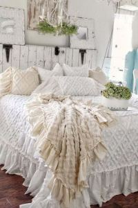 14 Comfy Shabby Chic Bedrooms Design Ideas 16