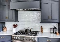 15 Incredible Farmhouse Gray Kitchen Cabinet Design Ideas 12