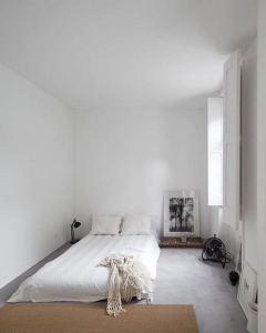 16 Minimalist Master Bedroom Decoration Ideas 09