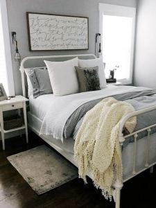 16 Minimalist Master Bedroom Decoration Ideas 26