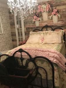 18 Romantic Shabby Chic Master Bedroom Ideas 08