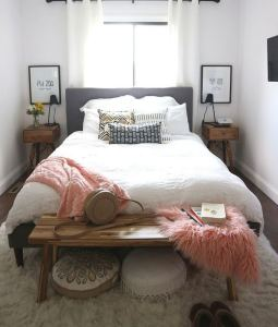 15 Adorable Small Master Bedroom Decoration Ideas 13