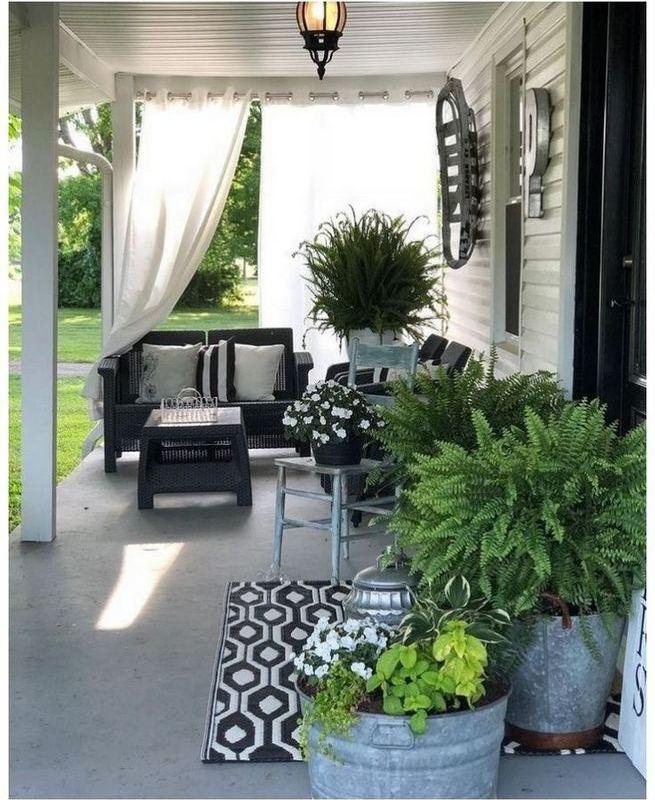 21 Stunning Farmhouse Front Porch Decor Ideas 15