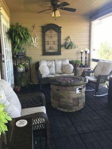 21 Stunning Farmhouse Front Porch Decor Ideas 26