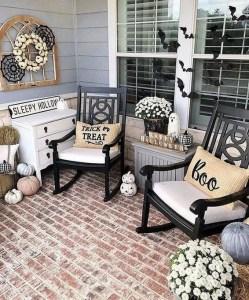 16 Beautiful Farmhouse Front Porches Decorating Ideas 12
