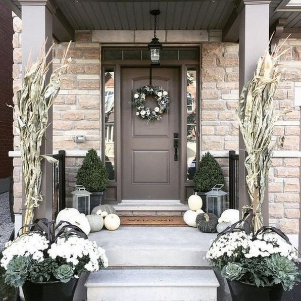 16 Beautiful Farmhouse Front Porches Decorating Ideas 16