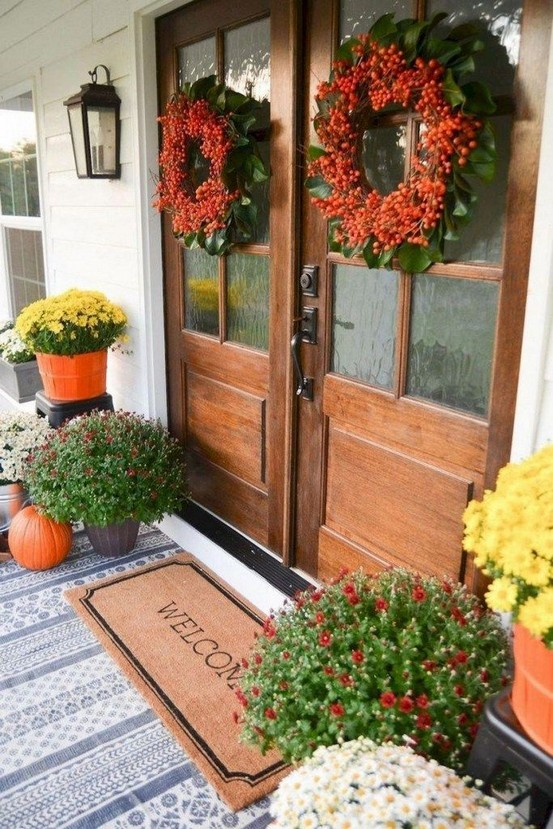 16 Beautiful Farmhouse Front Porches Decorating Ideas 21