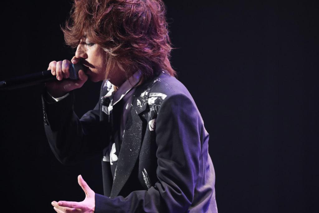 清春、東京・大阪ホール公演『Covers』艶やかに開幕