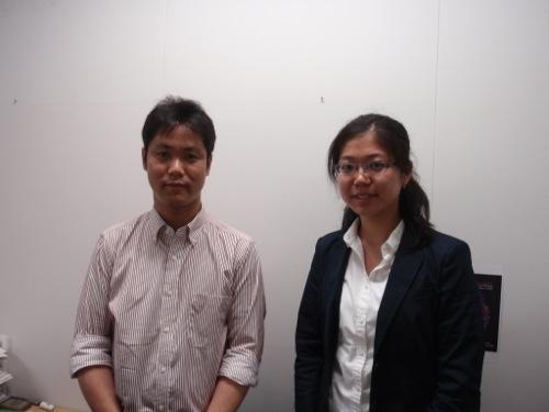 齋藤准教授(左)と筆者(左、University College Londonからインターンシップで帰国中の大学生だ)