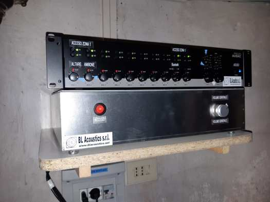 Mixer ed amplificatore audio in sacrestia
