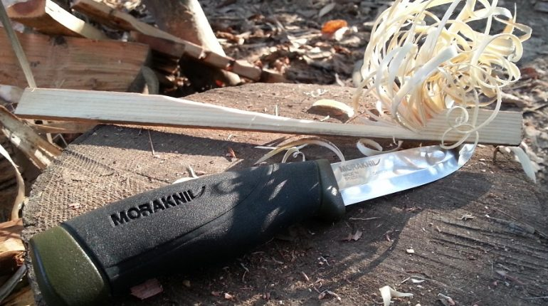 Best Mora Knife for Bushcraft, Backpacking and Camping 2017