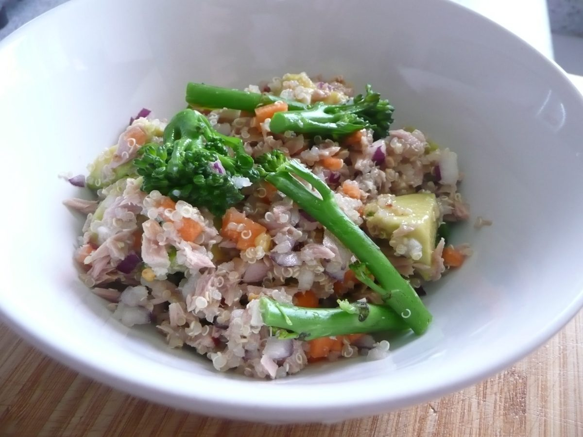 Quinoa with tuna, avocado and broccoli