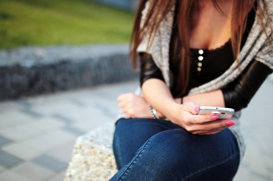 girl-926622_1280