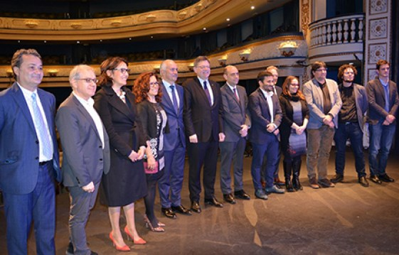Grupo de autoridades y representantes asistentes al acto. Foto: Ayuntamiento de Alicante.