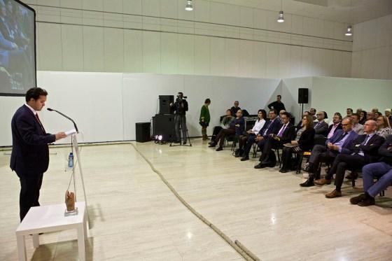 Edgar Martorell presidente delConsejo de Estudiantes durante el laudatiode Miguel Lorente. Foto: UA