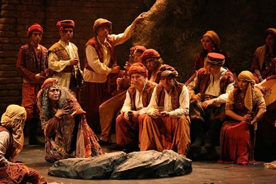 El Trovador Opera 2001