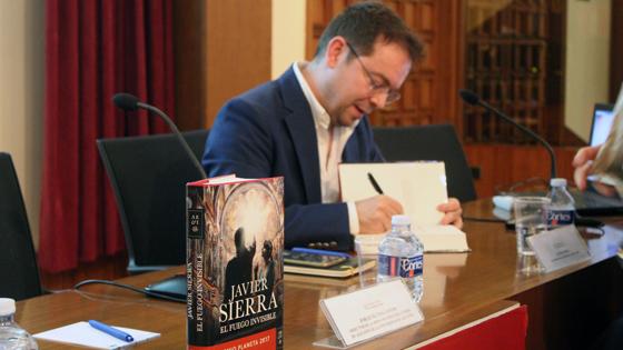 Javier Sierra: «Mis novelas son un instrumento para despertar inquietudes. No busco lectores, busco cómplices»
