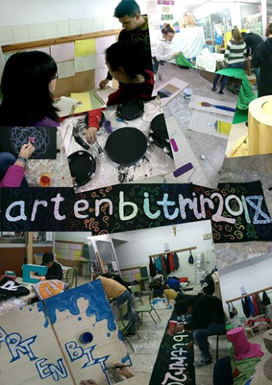 Voluntarios haciendo elementos de decoración para la edición 2018 de ArtenBitrir