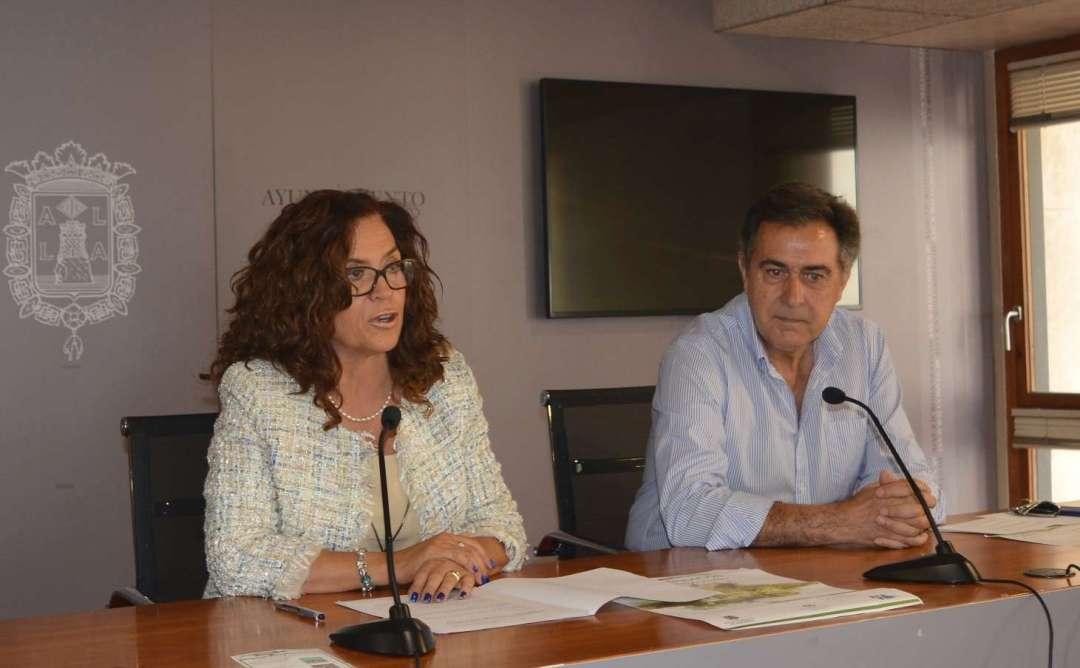 M.ª Dolores Padilla, Concejala de Coordinación de Proyectos y Fernando Mateo, Presidente de la Asociación de Pintores Alicantinos- Foto: Gabinete Prensa Ayto. Alicante