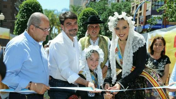 El Passeig de Soto obri les seues portes al tradicional mercat de Fogueres