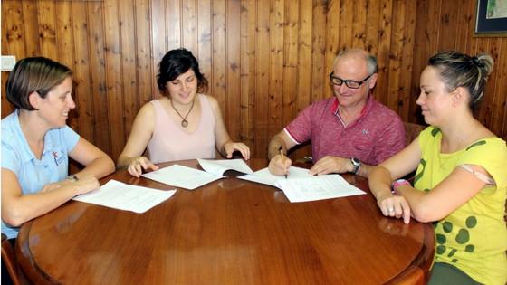 El Ayuntamiento de Callosa d'en Sarrià firma un convenio de colaboración  con la Colla El Pinyol