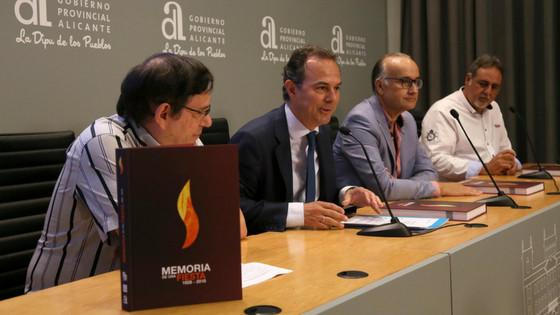 La Diputación de Alicante impulsa la edición de un libro que repasa los 90 años de historia de la fiesta de las Hogueras