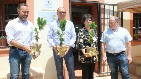 El Jardín Botánico de Torretes de la UA en Ibi descubre la placa que lo identifica como miembro de la Fundación Cultural Islámica