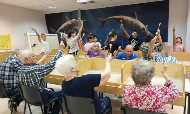 Enfermos de Alzheimer y escolares unidos para la accesibilidad e inclusión en el Museo Paleontológico