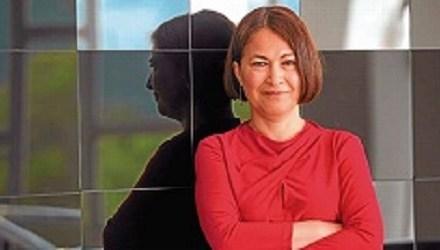"""L'escriptora colombiana Consuelo Triviño presenta la seua última novel·la """"Transterrados"""" a Torrevieja"""
