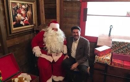 L'Ajuntament d'Alacant inaugura la Casa de Papa Noel en el Panteó de Quijano