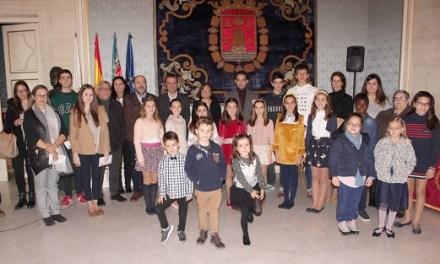 L'Ajuntament d'Alacant entrega a una vintena de joves els premis del concurs de Festes de dibuixos i fotografies