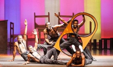 """Circ i Acrobàcies amb """"The Black Blues Brothers"""" en el Teatre Chapí de Villena"""