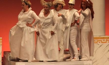 """""""Los figurantes"""", de l'Aula de Teatre de la UA, actua a l'Aula de Cultura d'Alacant dins de la Campanya de Teatre No Professional"""