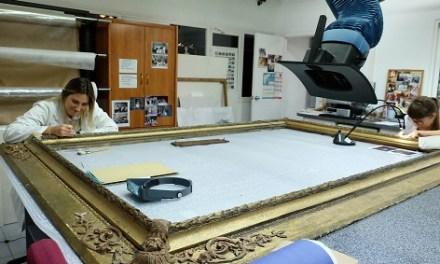 El laboratorio de restauración de la Diputación de Alicante trabaja en la conservación de más de 60 obras de arte al año