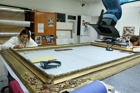 El laboratori de restauració de la Diputació d'Alacant treballa en la conservació de més de 60 obres d'art a l'any
