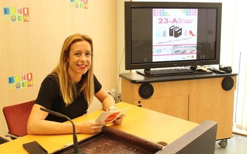 Cultura y Comercio de Benidorm promueven el Día Internacional del Libro obsequiando ejemplares